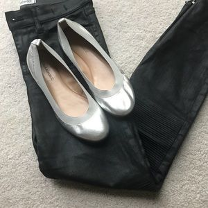 Banana Republic metallic silver leather flats 7.5